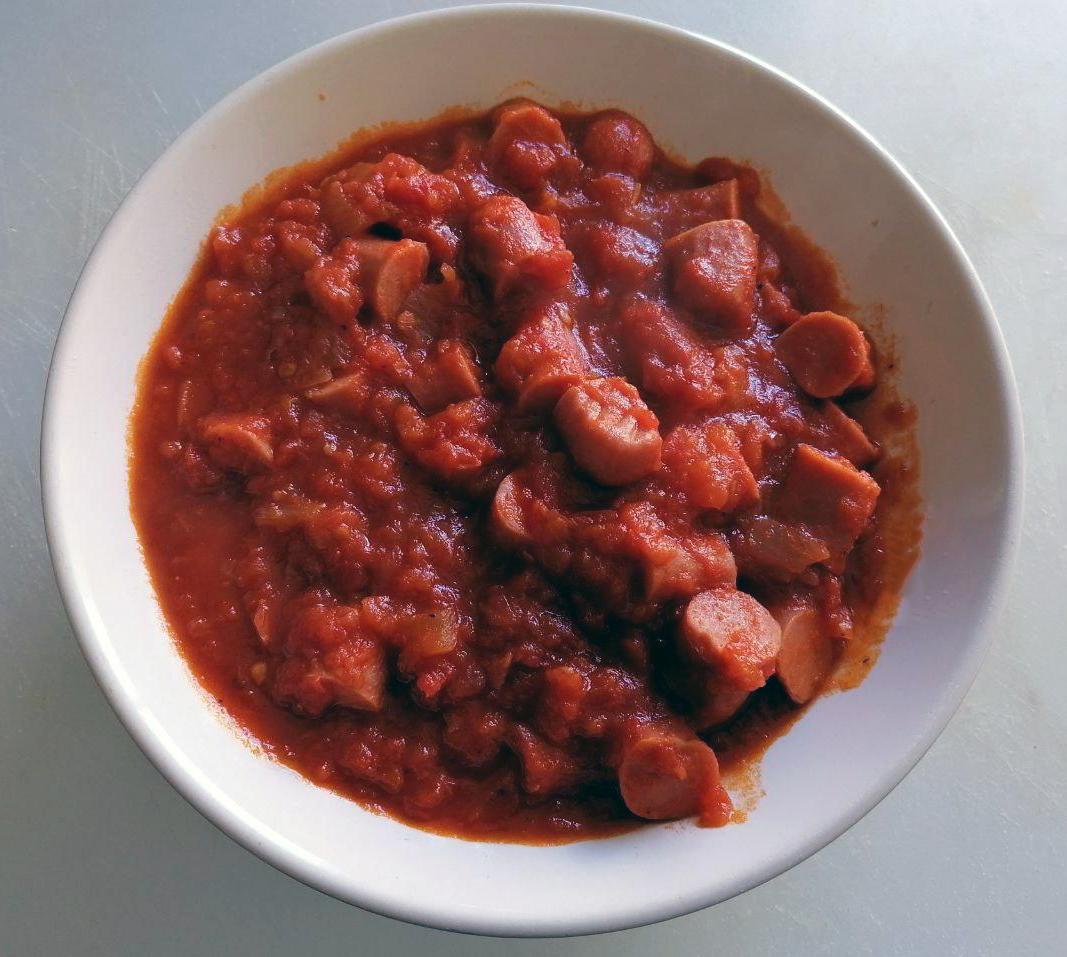 salchichas con tomate en mambo